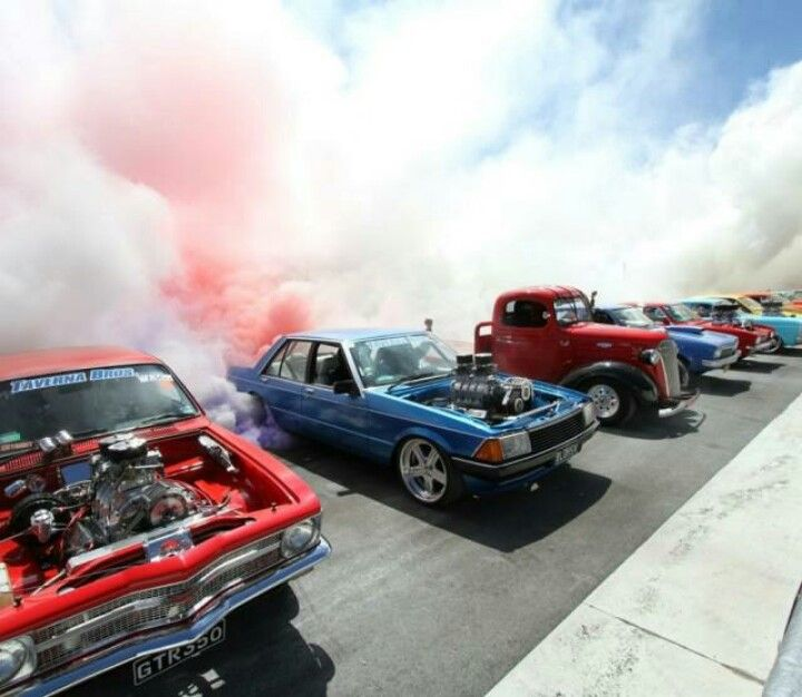 Police Sheriff Patrol Cars Drag Race: Summernats 2013 World Record Burnout