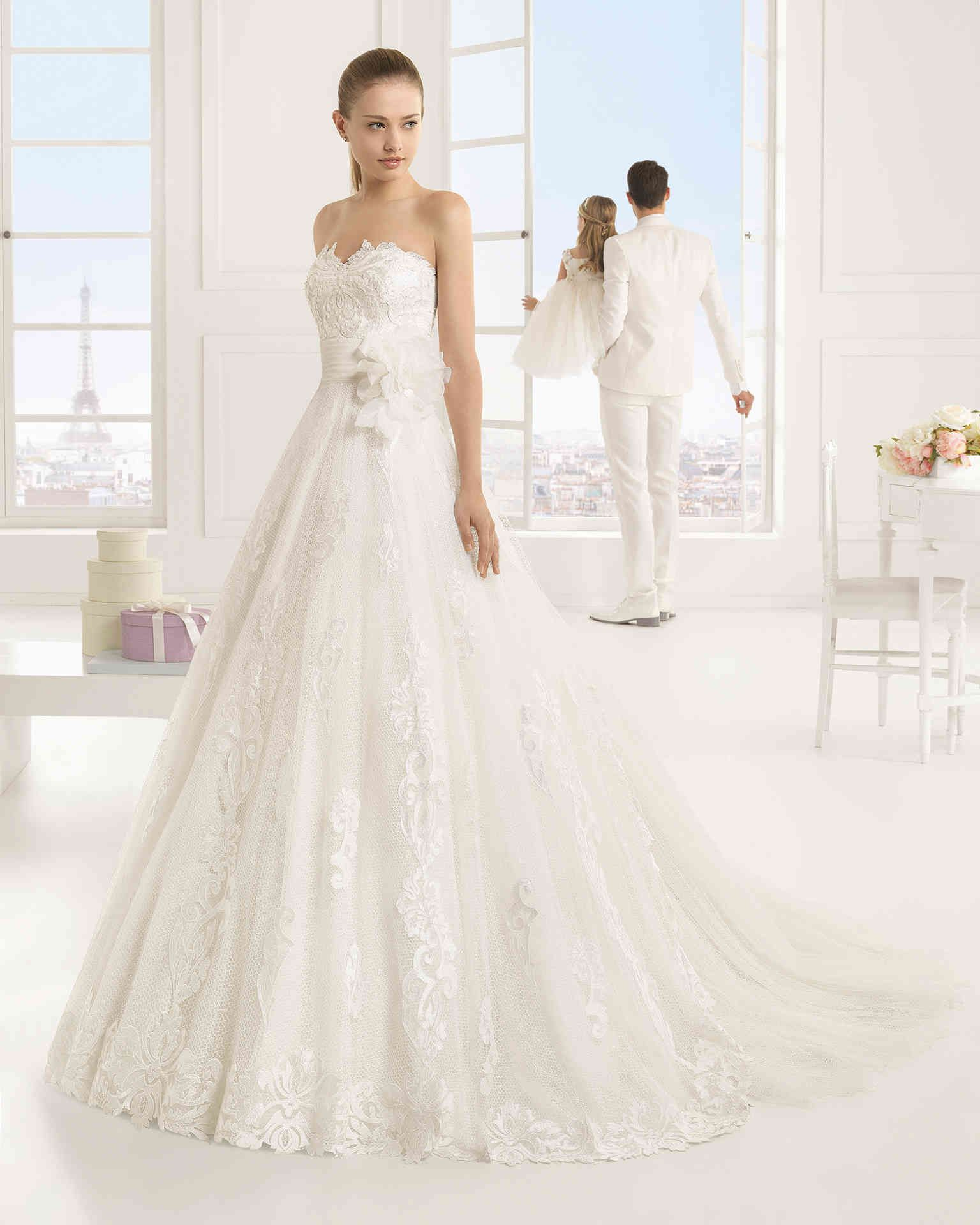 Ecru wedding dress  Our collections are wide enough to be able to send the best