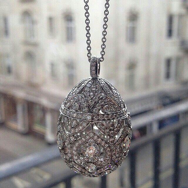 @officialfaberge A #Fabergé precious locket to keep #diamond secrets #necklace #jewellery #jewelry #craftsmanship