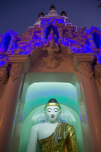 burma shwedagon paya www.lucaserradura.com via Flickr