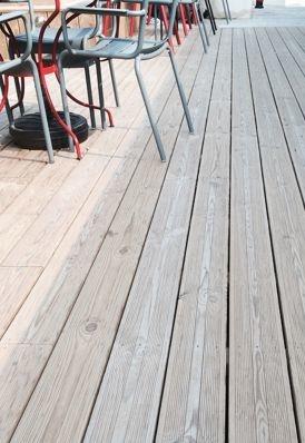 Modernite Et Esthetisme S Inviteront Dans Votre Jardin Avec Cette Lame De Terrasse En Pin Resistante Dans Le Temps C Est L I Lame Terrasse Castorama Terrasse