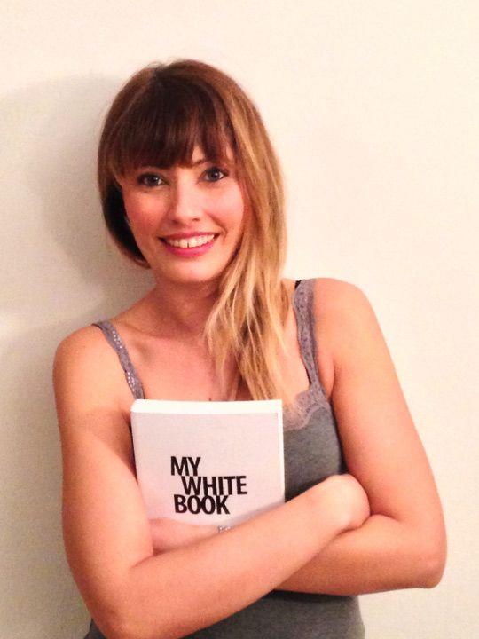 """Conosciamo meglio Giulia Stolfa, l'autrice di PALLE DI NEVE, uno dei racconti selezionati nel concorso """"MYBOOK Tell Your Story #1"""" by NAVA. http://www.navadesign.com/it/blog/palle-neve-giulia-paola-stolfa/"""