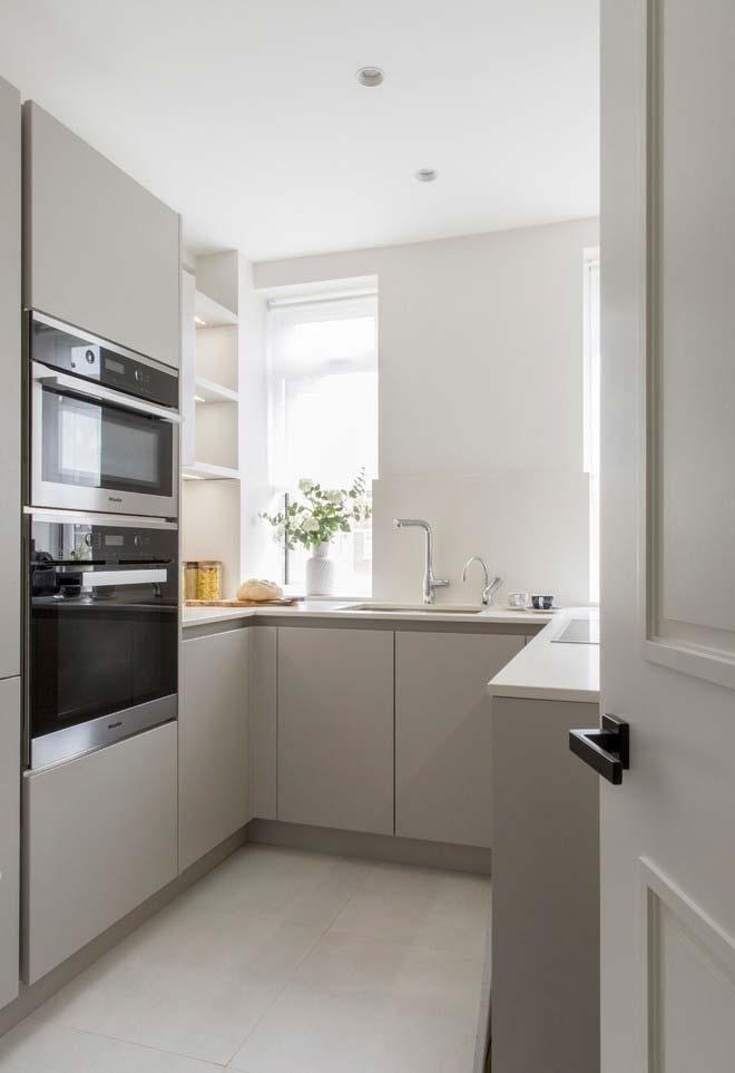 Photo of Kleine, ausgewogene Küche