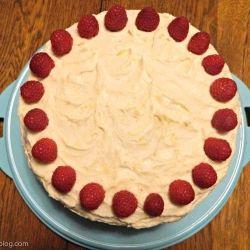 Lemon Cake with Raspberry FIlling by paperplatesblog
