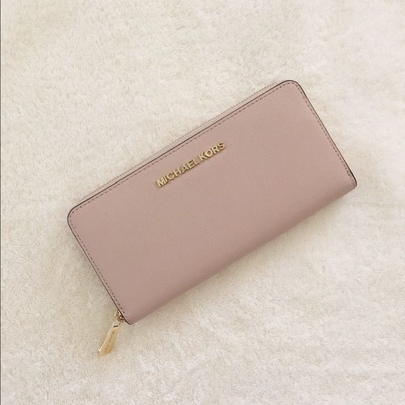 7d6eb5008e93f1 Michael Kors Jet Set Travel Continental Wallet ✨A brand new without tag,  unworn, unused authentic Michael Kors wallet in the color 'ballet' with  gold ...