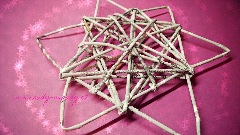 hvězdička pletená z papírových ruliček :)