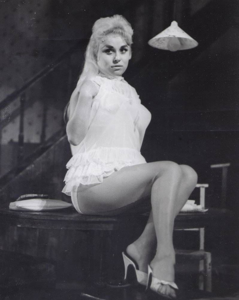 Barbara Windsor as Rosie in Lionel Bart's musical play. Fings Ain't Wot They Used T'be. Garrick Theatre, London. 1960 | Fashion, Barbara windsor, Ballet shoes