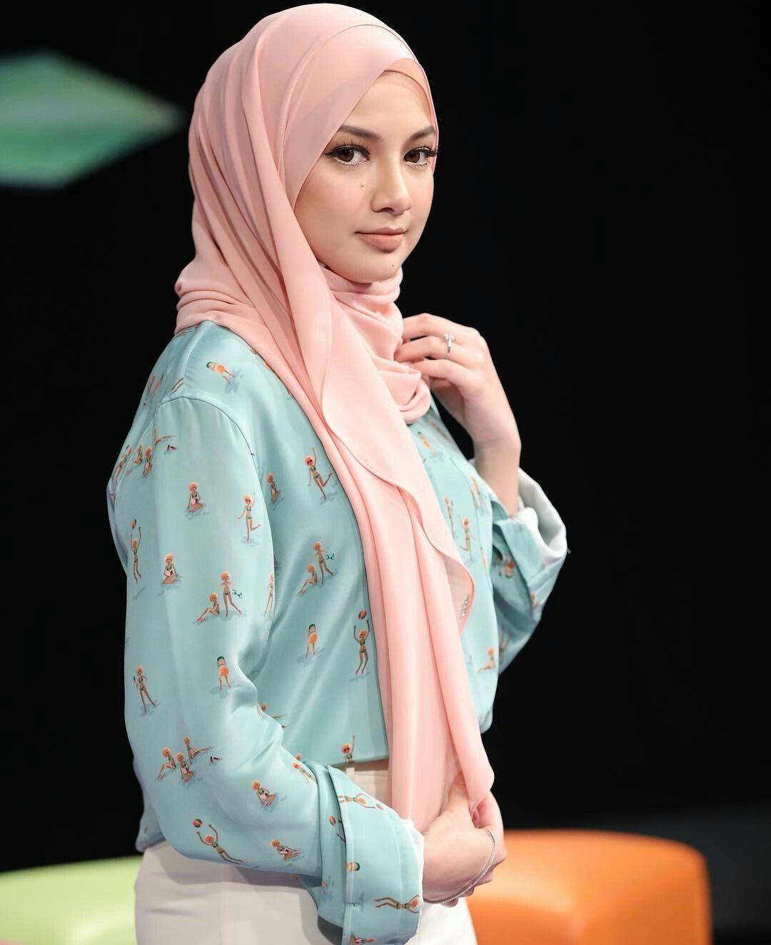 Pin by eynaa zubir on neelofa | Pinterest | Beautiful hijab, Modest ...