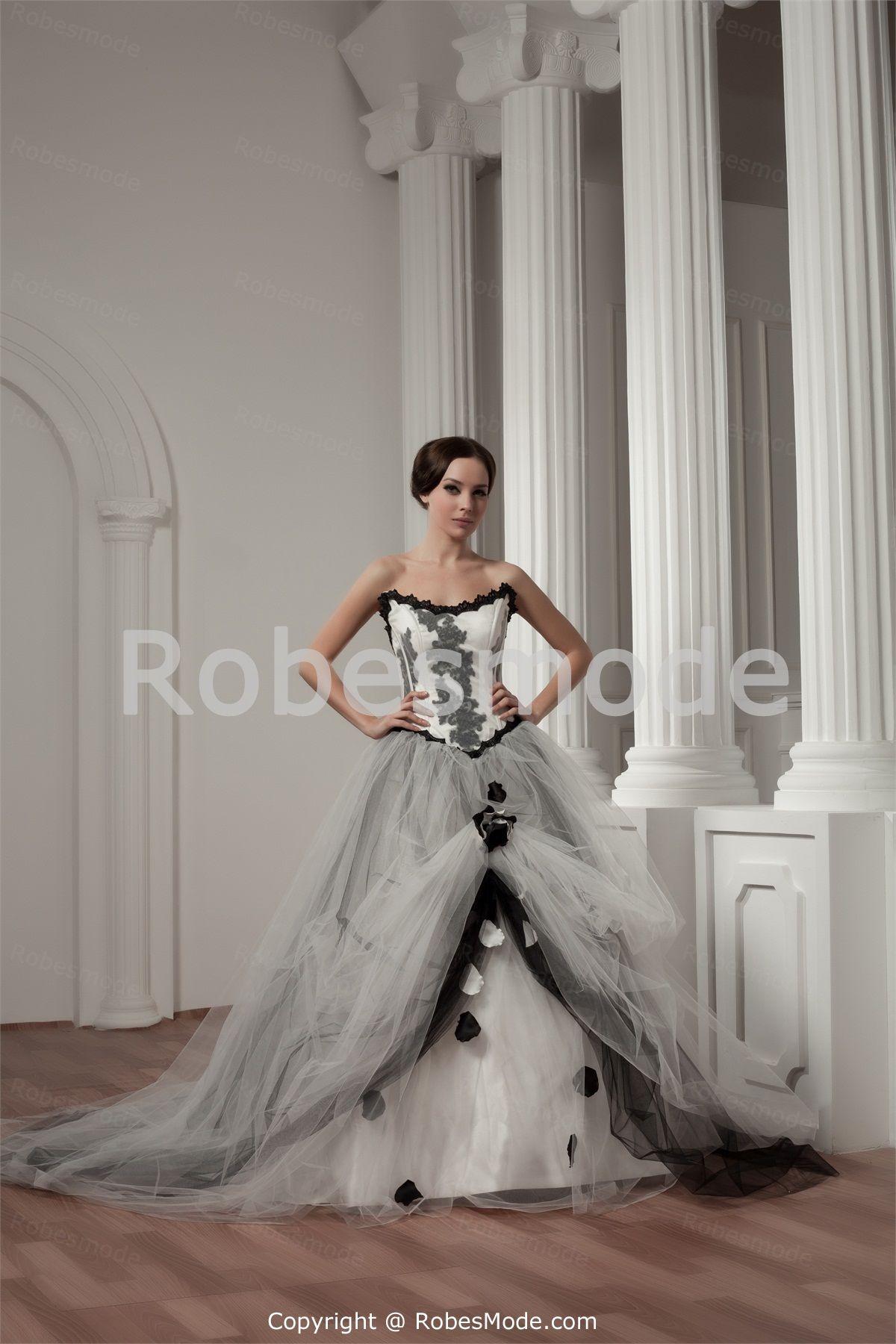 Robe de mariée sans bretelles ornée d´appliques et de dentelle en satin et gaze