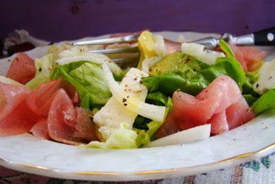 MojaKuchniaMalutka i reszta domu : Dietetyczna sałatka z szynką łososiową