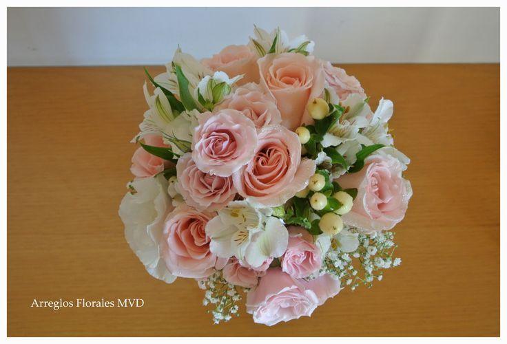 Ramo de novia vintage en tonos pastel. Vintage wedding bouquet. Arreglos Florales para iglesia