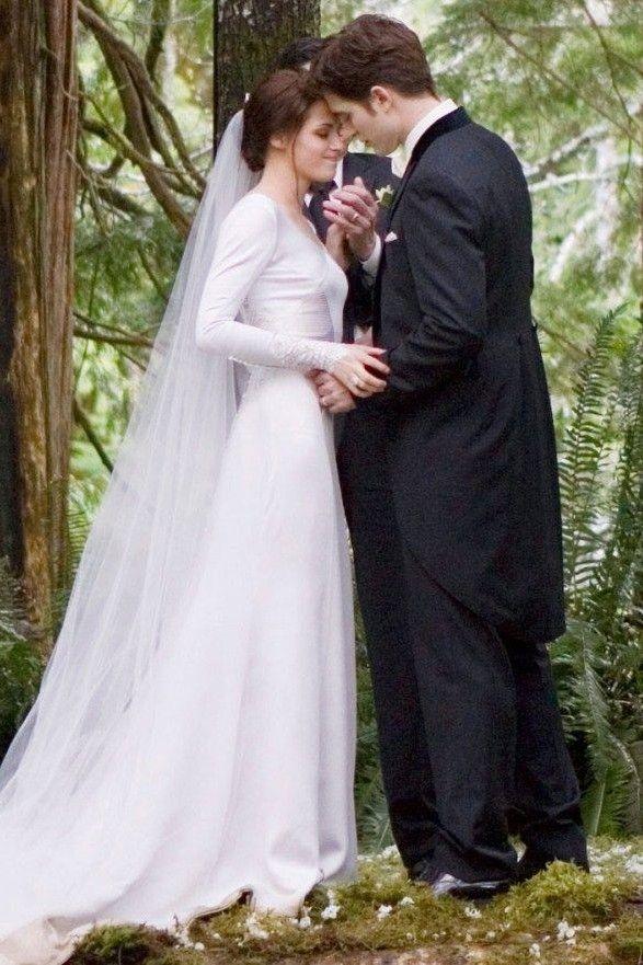 Kristen Stewart Long Sleeves Wedding Dress In Twilight Thecelebritydresses Twilight Wedding Bella Swan Wedding Dress Movie Wedding Dresses