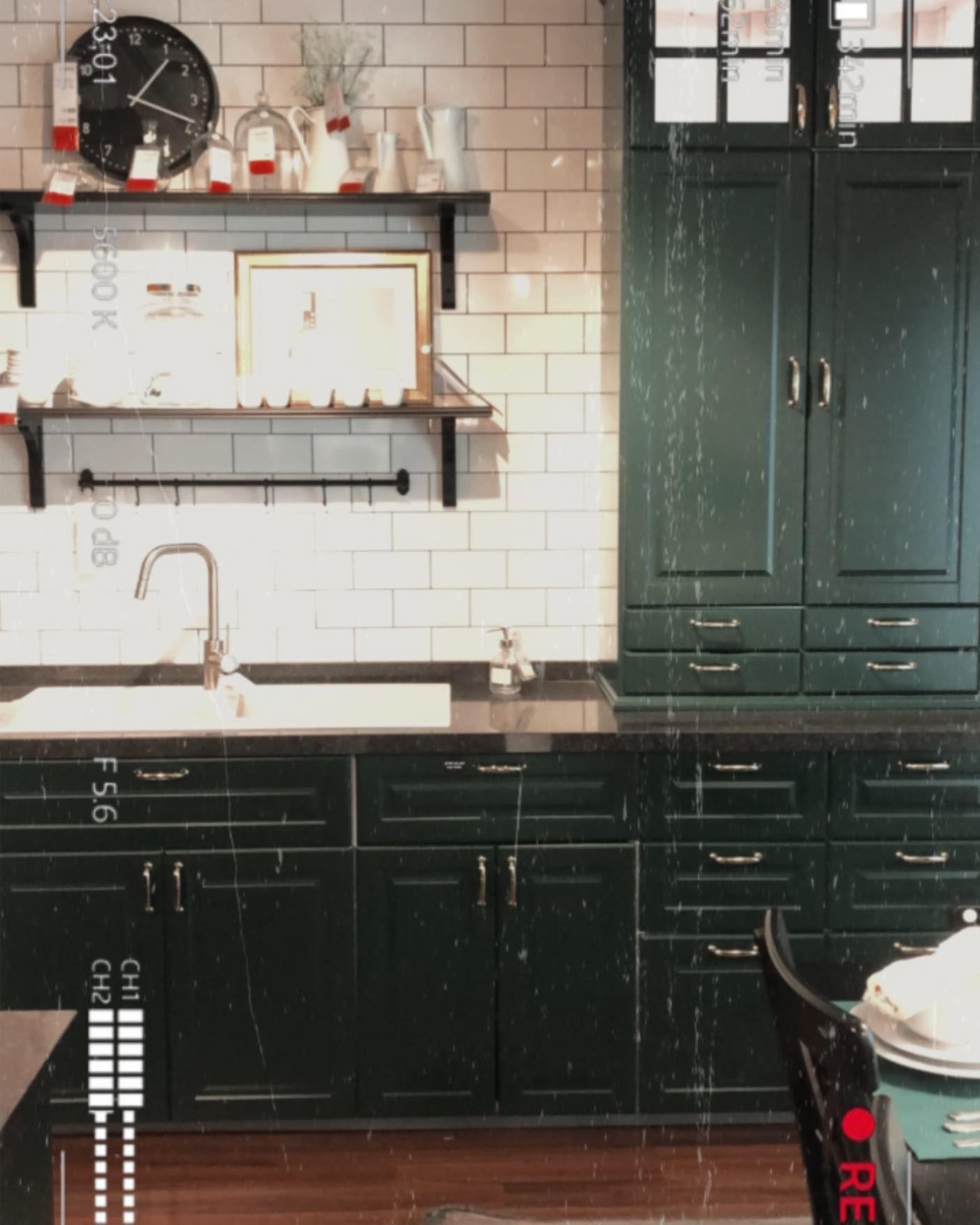 تنسيق وحدات المطبخ مهم جدا لازم وانتي بتنفذي مطبخك تراعي احتياجاتك انتي ايه بغض النظر عن الترتيب المتعارف عليه ممك Kitchen Cabinets Home Decor Interior Design