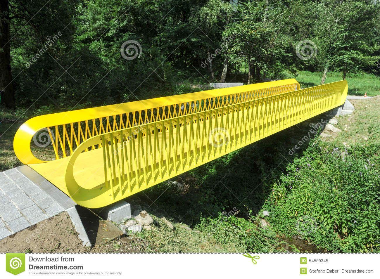 pont-futuriste-jaune-54589345.jpg (1300×955)