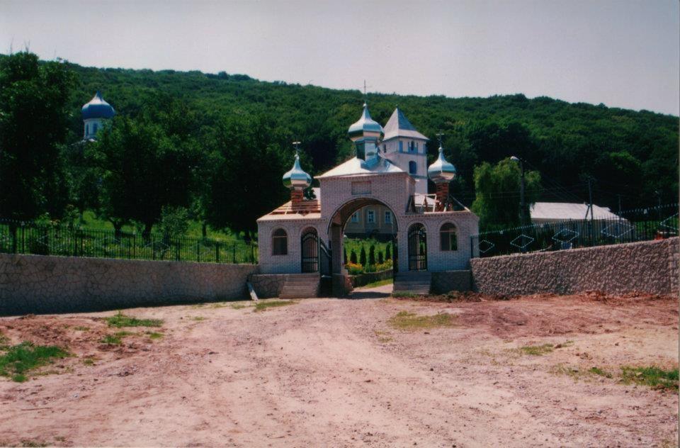 MONASTERIO EN MOLDAVIA