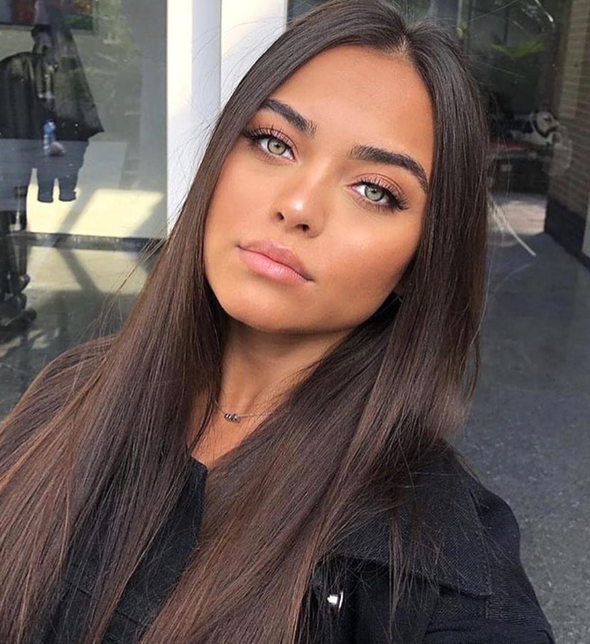 Bronzed Beauty Brown Hair Full Lips Tan Model Dark Brows Light Eyes In 2020 Hair Beauty Hair Styles