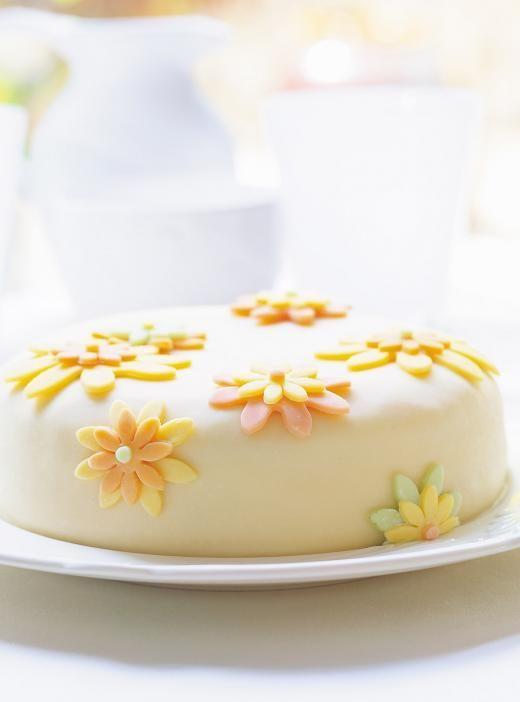 Gâteau à la vanille et à la gelée de petits fruits, pâte ...