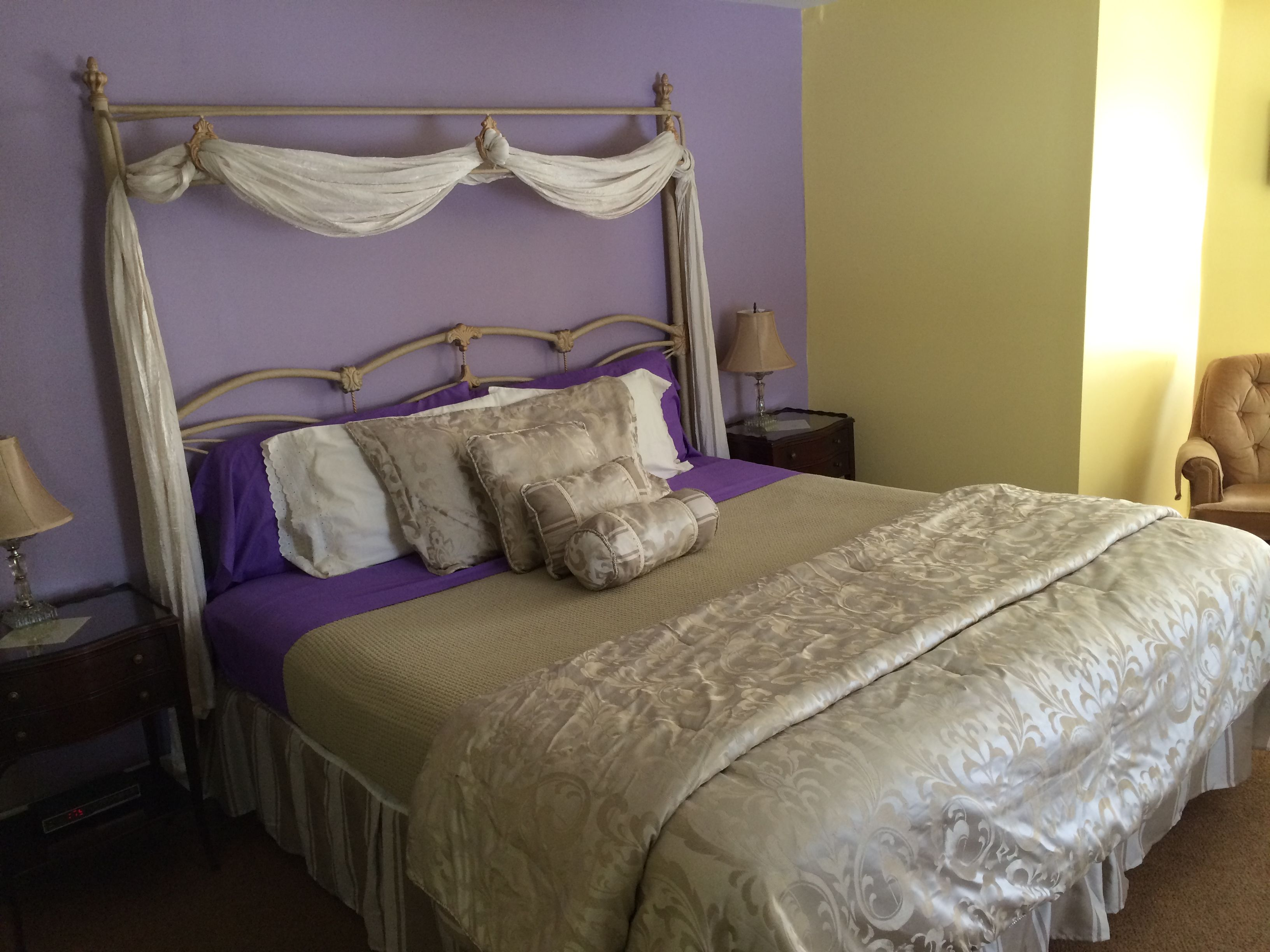 The Lavender Fields room at the Fox and Hound Inn of New
