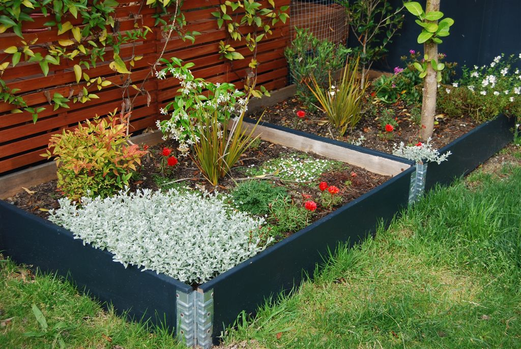 raised garden beds modular stackable planter boxes. Black Bedroom Furniture Sets. Home Design Ideas