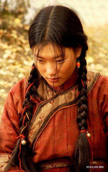 Photo Khulan Chuluun as Borte in the film Mongol.