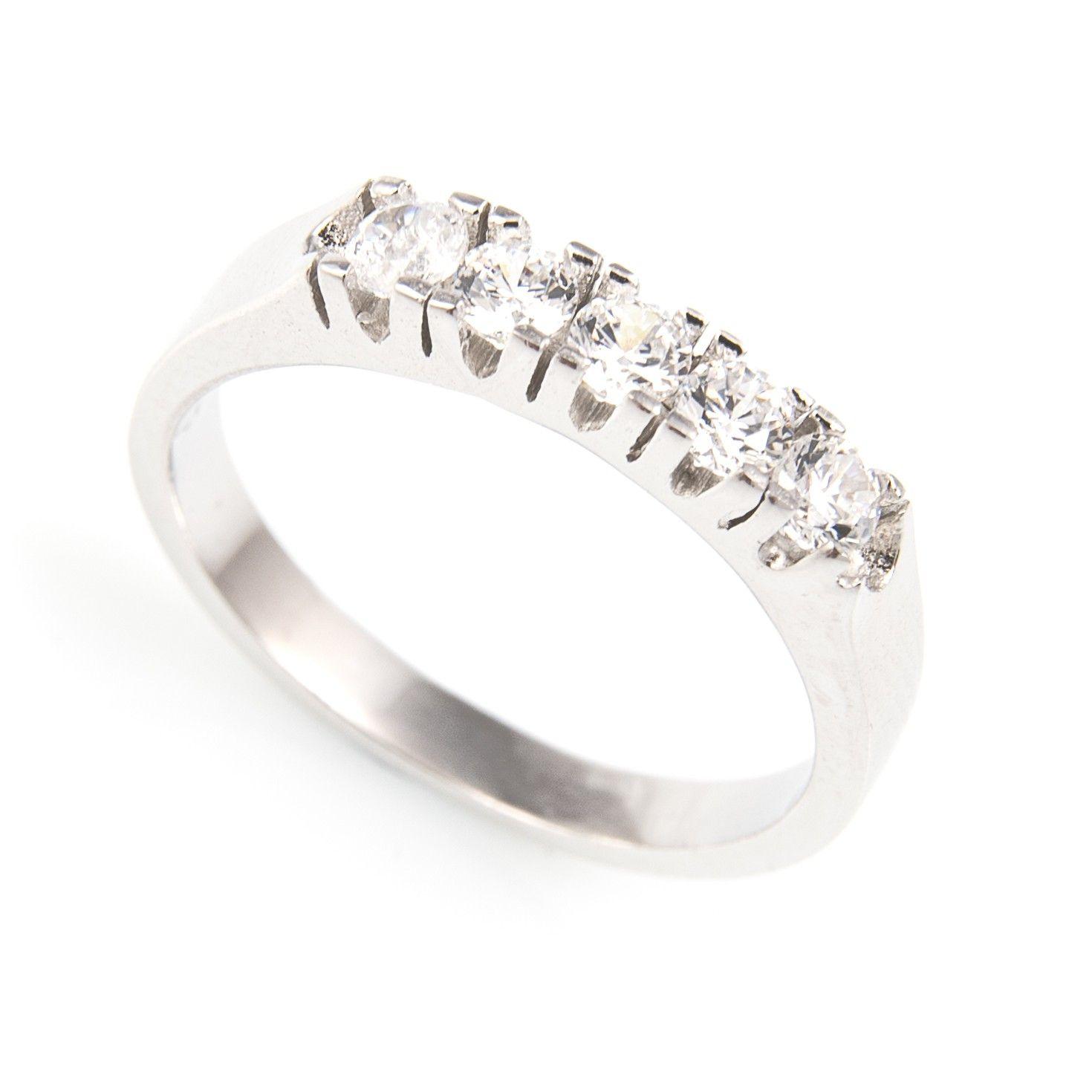 6ca46945dbe6 Sortija Plata de Ley con fuertes garras que dan consistencia y durabilidad  al anillo. Perfecto para uso diario. Materiales  Anillo de Plata de Ley 925  con ...