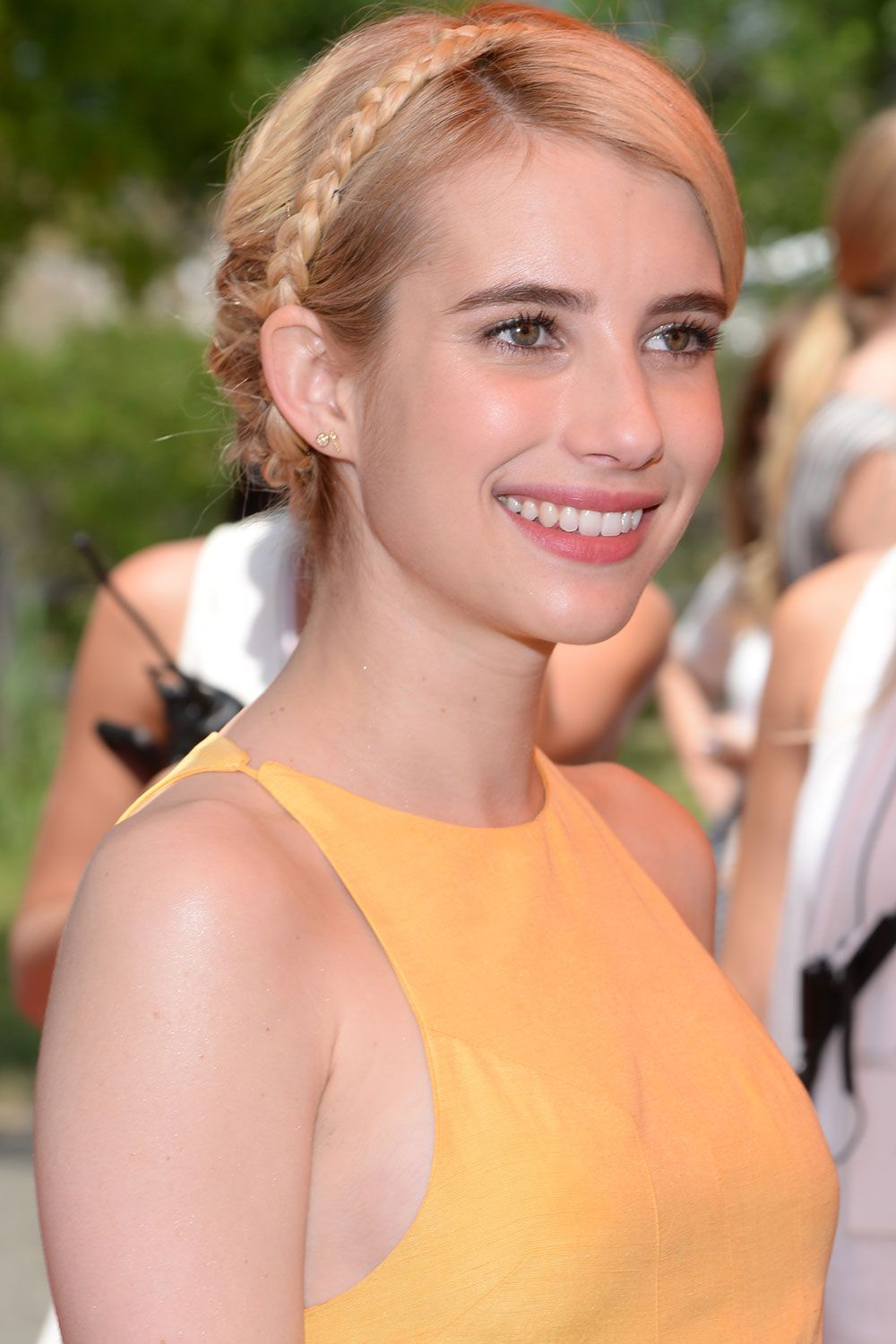 Emma Roberts Celebrity hairstyles, Hair styles, Cool