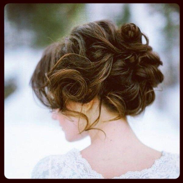 Idée coiffure : Chignon pour mariage, soirée ou cérémonie sur cheveux longs. Hairstyle idea ...