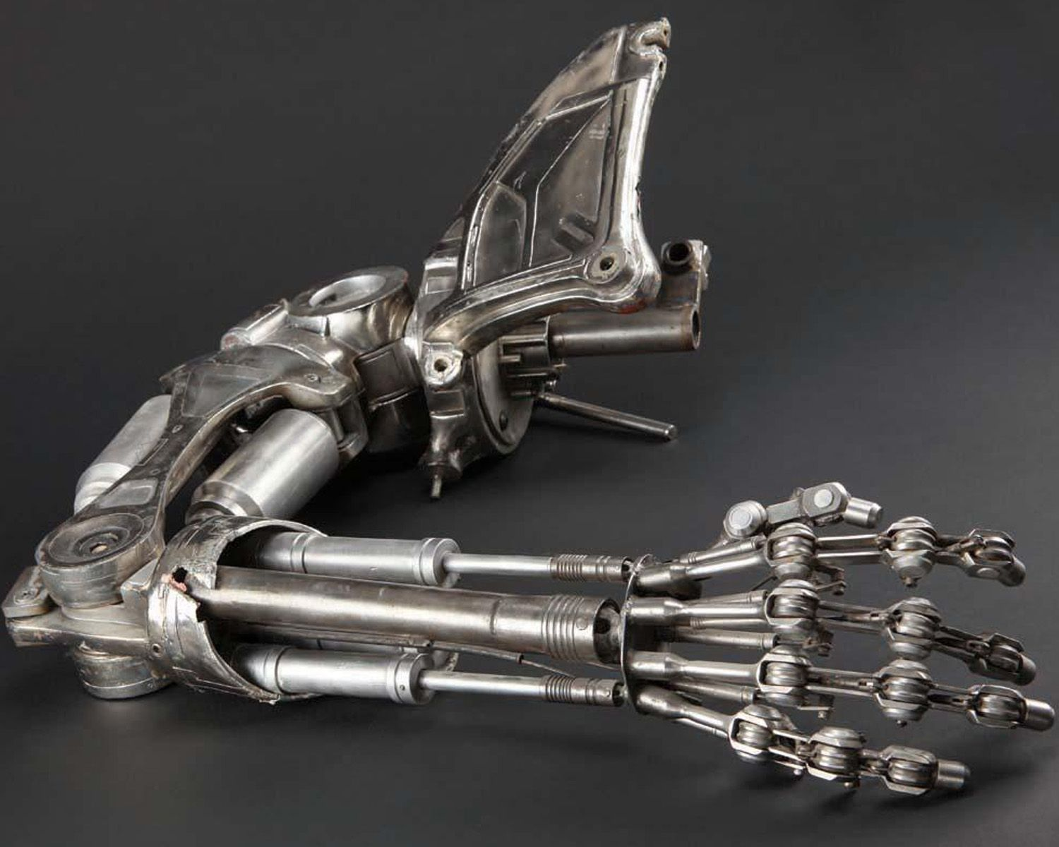 Hydraulic Arm Design : Who says prosthetic hands have to look like human
