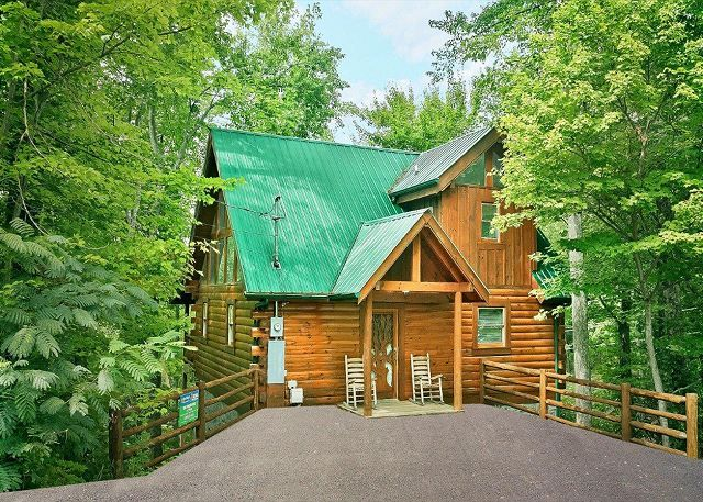 Everyone loves a treehouse! The Treehouse is a 1 bedroom cabin for ...