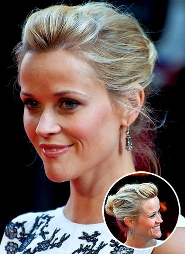 Http I Shoppinglifestyle Com Gallery 2011 04 12 Reesewitherspoon Jpg Thin Hair Updo Wedding Hairstyles Thin Hair Reese Witherspoon Hair