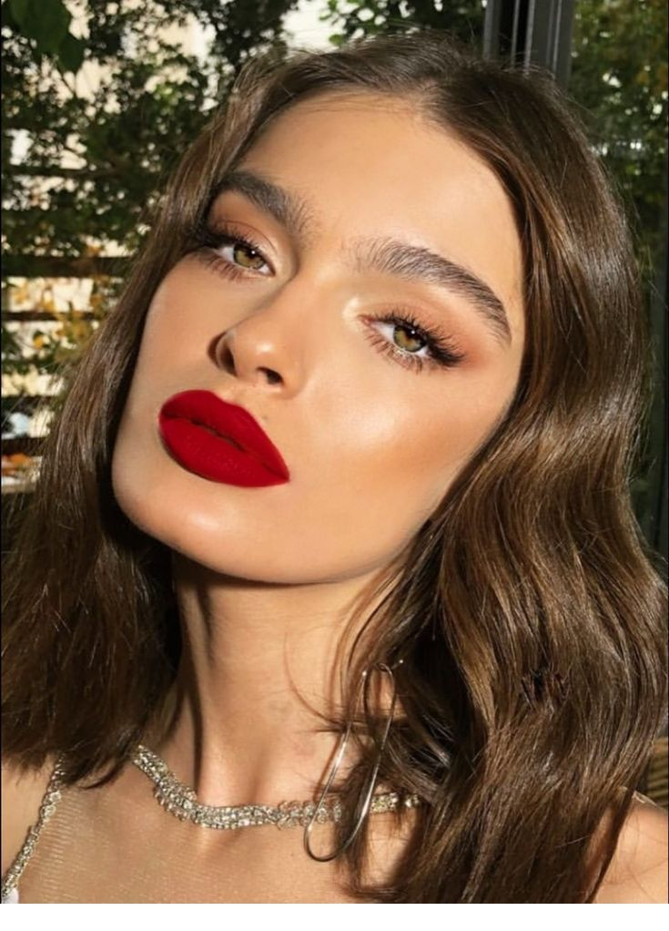 Beautiful Red Lips And Wavy Hairstyle Inspiring Ladies Red Lip Makeup Red Lips Makeup Look Hair Makeup