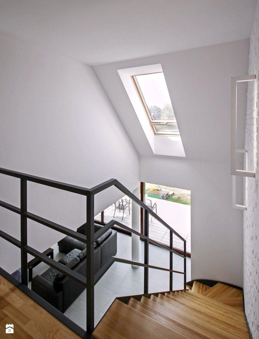 ATRAKCYJNY 1 realizacja projektu Średnie wąskie schody zabiegowe drewniane styl nowoczesny zdjęcie