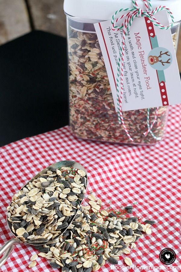 Create a little magic with this Reindeer Food! Only 4 ingredients is all you need! Watch the sparkle in the kids eyes as they feed Santa's reindeer! PRINT out the tag to make a fun gift too! #reindeerfoodrecipe