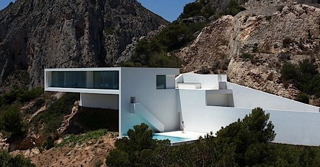 Haus am berg von den fran silvestre architekten klonblog for Modernes haus berg