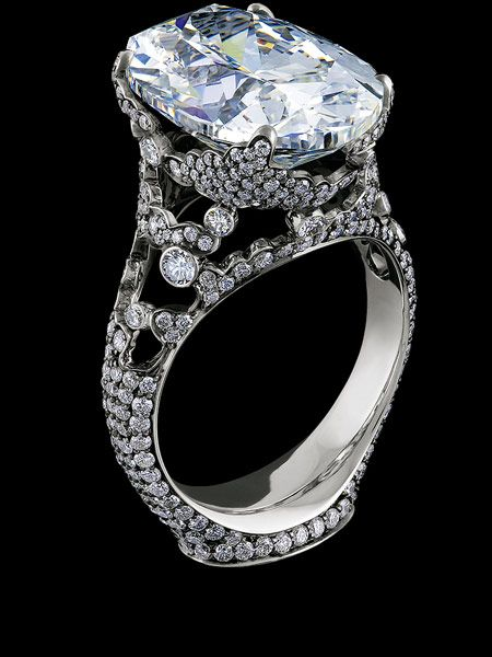 Jewellery Theatre 'Elements' Ring. 18K White and Black Gold, 1 oval diamond 9,98-10,01 ct, 410 diamonds 1,63-1,66 ct, 4 sapphires 0,035-0,05 ct, example 10,01 ct G/VS1