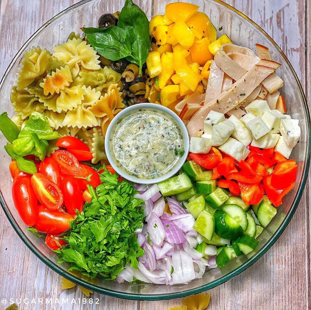 Thee Roro Sugarmama1982 Posted On Instagram سلطة المكرونة الايطاليةاروع ما يكون هتبهري ضيوفك Italian Pasta Salad Italian Cobb Salad Salad Food