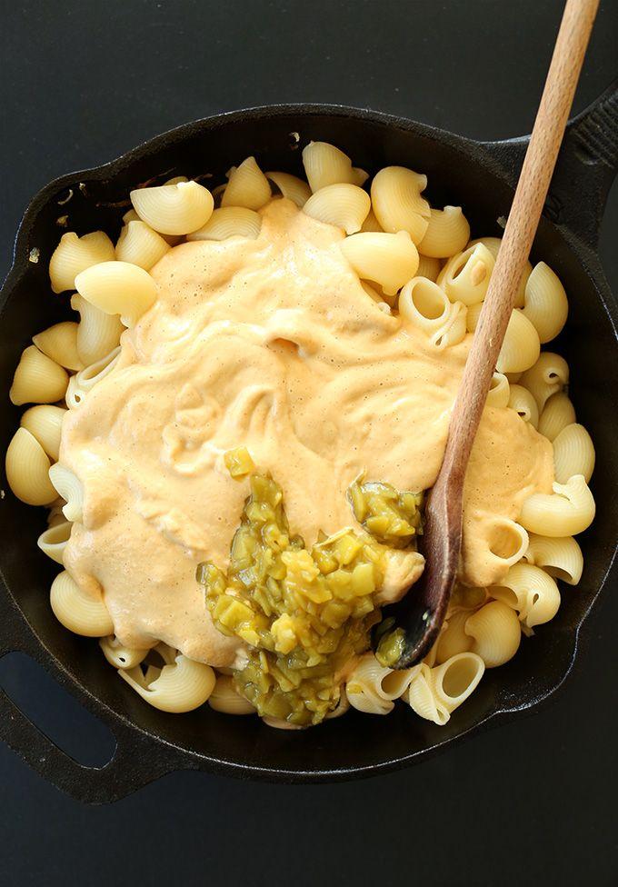 Vegan Green Chili Mac N Cheese Minimalist Baker Recipes Recipe Baker Recipes Food Chili Mac And Cheese