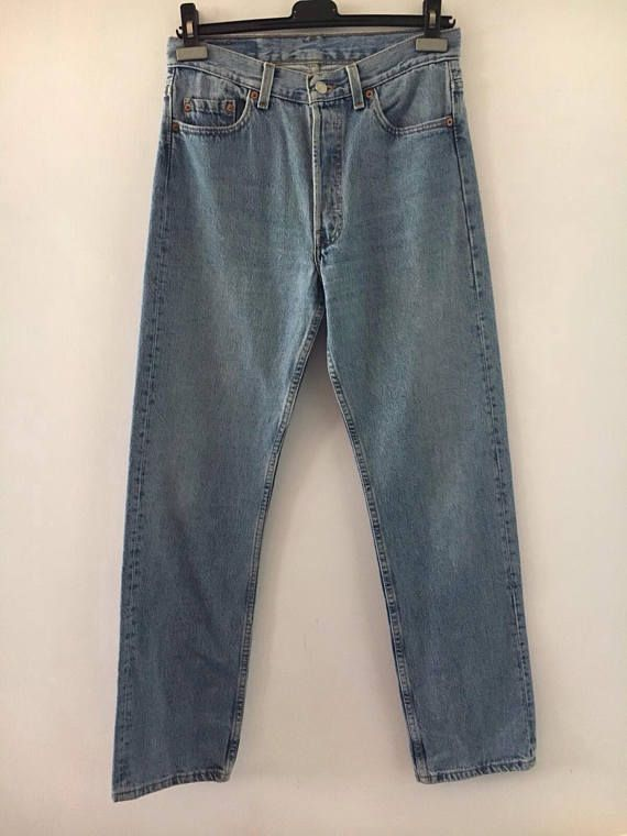 Levis jeans 501 classic wash size 3032. The measures are