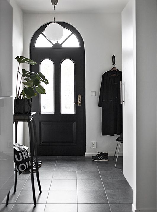 Un Hall Du0027entrée #noir Et #blanc #entrée #maison #déco. Entry HallwayEntrywayDream  RoomsHouse ...