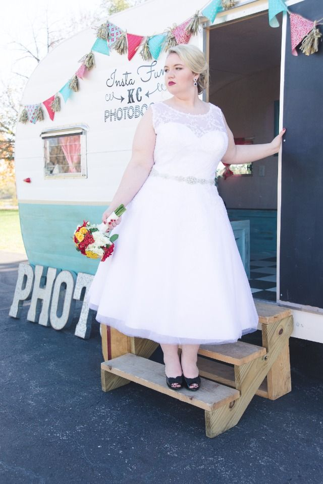 Showcase Your Curves With These Fun Retro Pinup Wedding ...