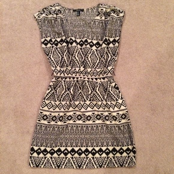 Aztec pattern dress Black and Tan 100% polyester with pockets Forever 21 Dresses Midi