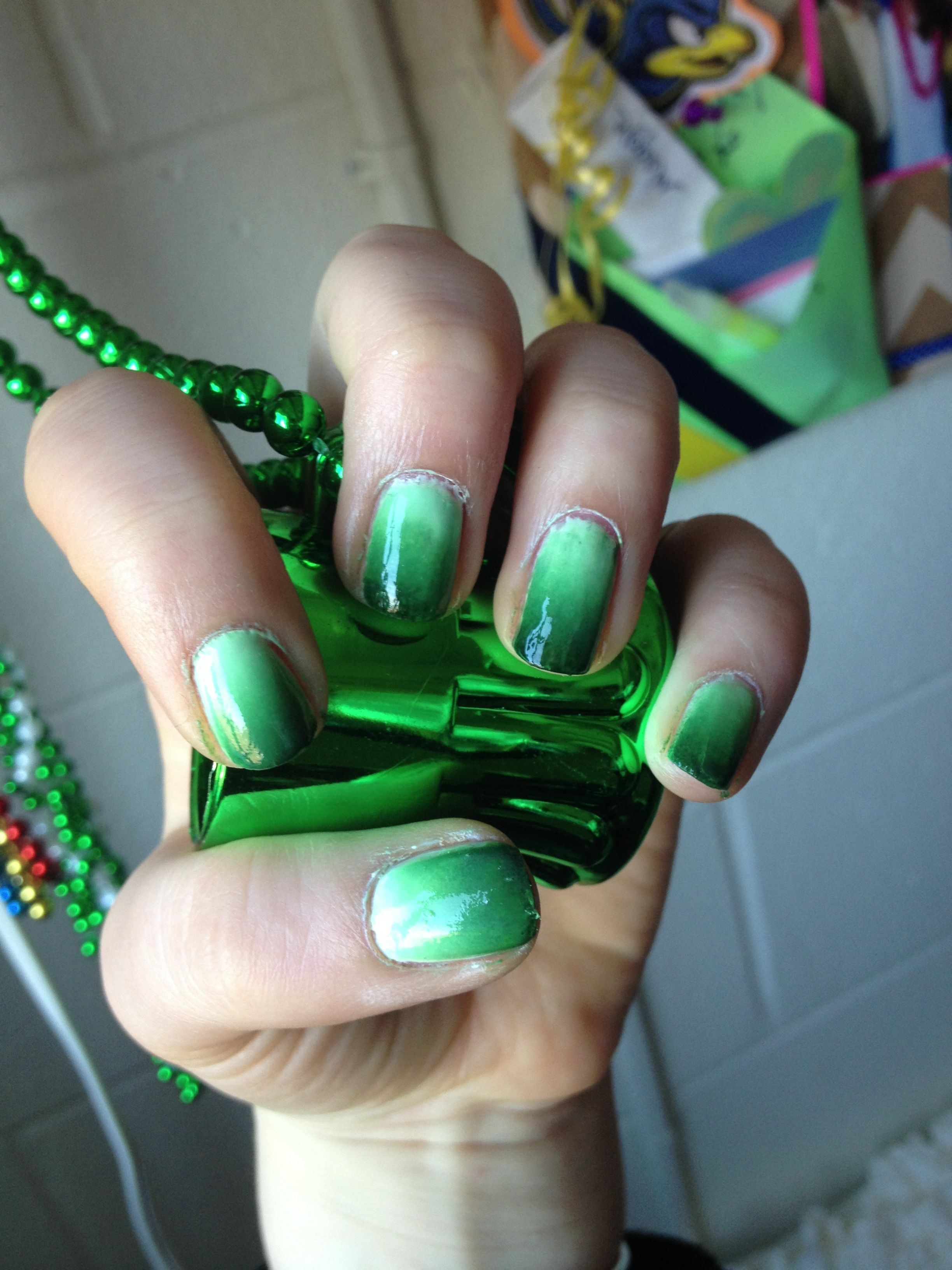 Green ombré nail art for St Patrick\'s day #nails #nailart #ombre ...