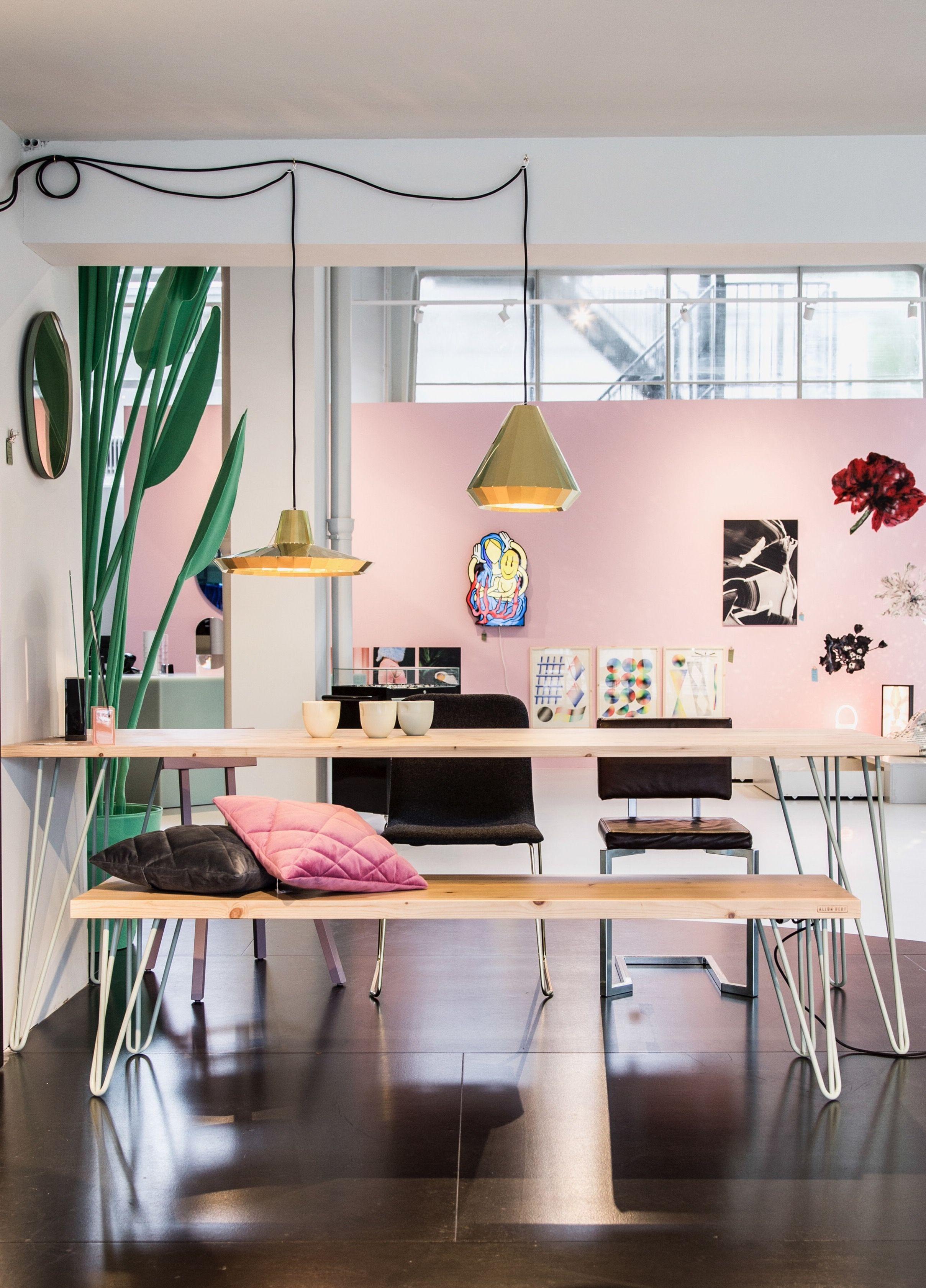 Licht eiken eettafel van allon dery interieur eetkamer allondery groos rotterdam tafel bankje inspiratie roze