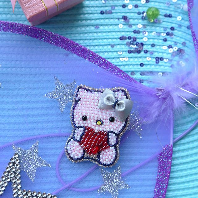 Hello kitty 🐱💜 на шапочку для любимой дочки Киры Андревны ...