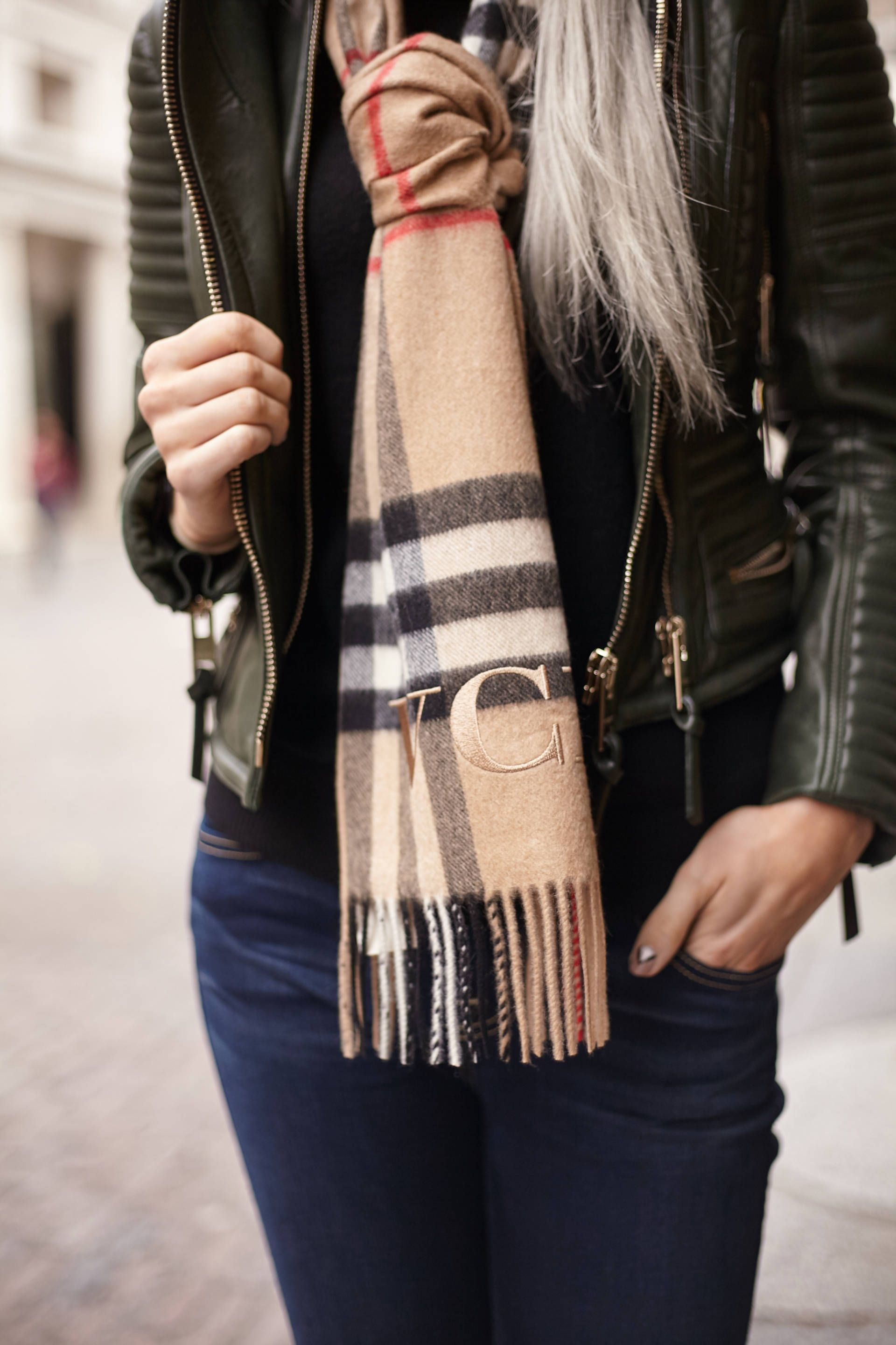 a monogrammed burberry scarf my dreams have come true the perfect christmas gift for a loved one - Schal Burberry Muster