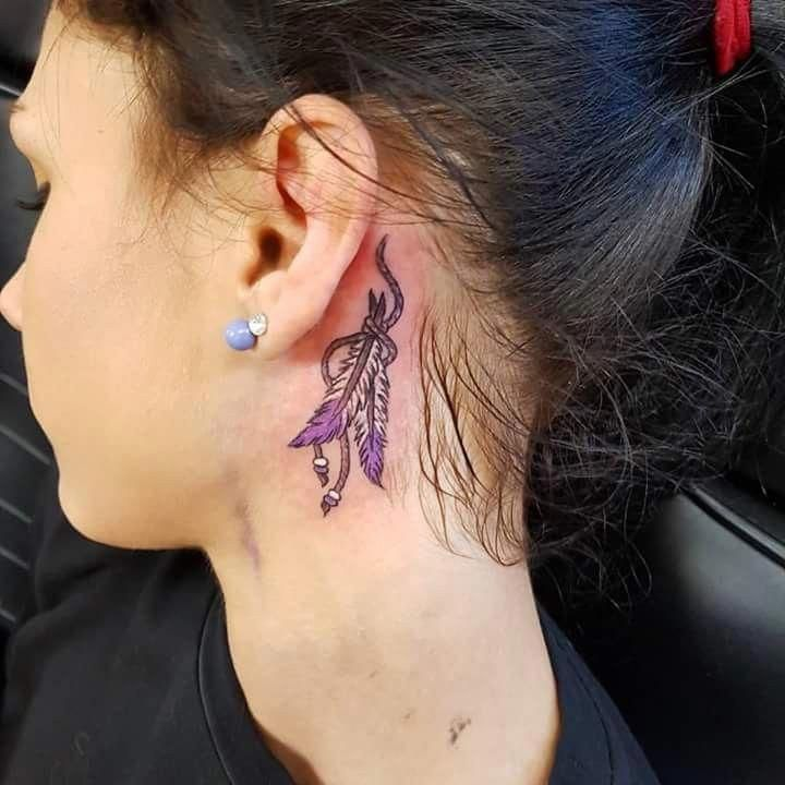 Unkonventionelle Ear Tattoo Designs Zu Geifern Feather Tattoo Behind Ear Feather Tattoo Wrist Indian Feather Tattoos