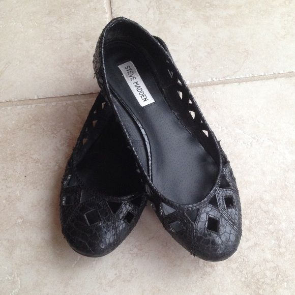 black Steve Madden flats black Steve Madden snake skin print flats, great condition! Steve Madden Shoes Flats & Loafers
