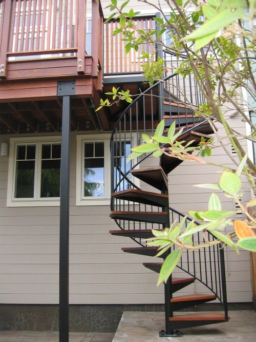 spiral stairs outside! Awesome! Deck ideas Pinterest Escalera