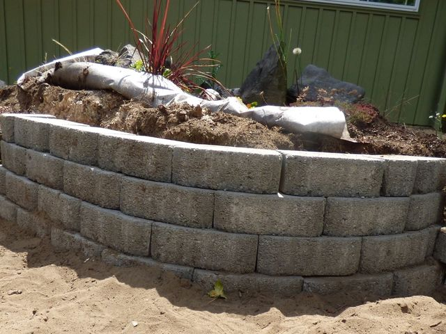 How To Build A Retaining Wall With Blocks Building A Retaining Wall Concrete Retaining Walls Retaining Wall
