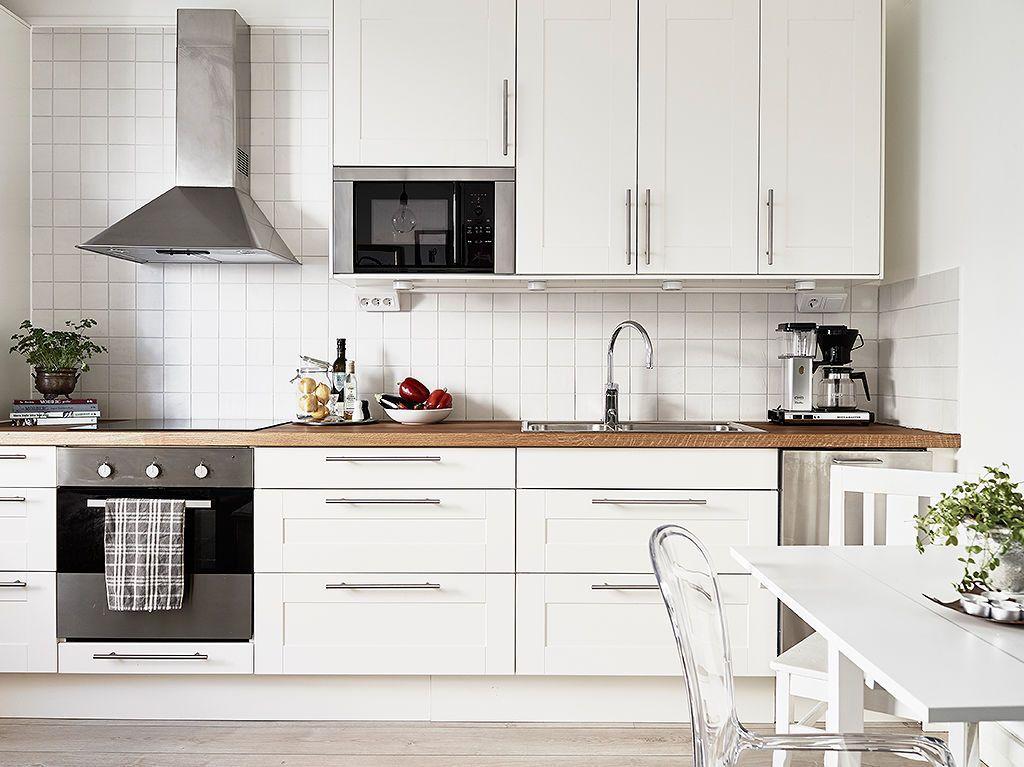 El dormitorio en el pasillo casa asturias cocinas for Cocinas modernas blancas pequenas